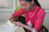 Apel umanitar: Oana suferă de o maladie rară care îi macină pielea și oasele