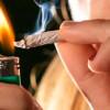 DIICOT: Reținuți pentru trafic de droguri de risc. S-au ridicat droguri, etnobotanice, bani, arma AIRSOFT, telefoane, cartușe.