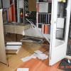 După ce-a spart geamurile firmei, a distrus ușile și balustrada jandarmeriei