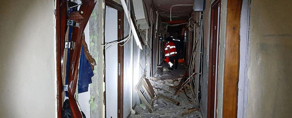 Explozie puternică la un bloc din Tulcea: mai multe victime, 56 de garsoniere distruse, mai multe autoturisme avariate