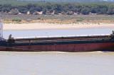 Nava Feyza, cu 3149 tone de porumb, sub pavilion panamez, a eșuat astăzi pe canalul Sulina