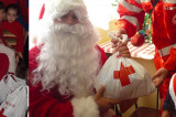 Crucea Roșie Tulcea: daruri pentru cei mai săraci, mai necăjiți și mai singuri oameni.