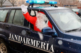 Moş Crăciun în vizită la copiii jandarmilor tulceni