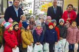 Iată, vin colindătorii (!) Florile dalbe și darurile Moșului la Consiliul Județean Tulcea
