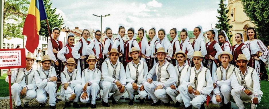 """""""Dorulețul"""" tulcean a făcut show de calitate la """"Festivalului Internațional de Dans Folcloric"""" de la Vlaška (Republica Serbia)"""