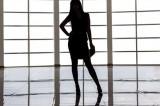 Femeie arestată pentru constituirea unui grup infracțional organizat, complicitate la furt calificat și trafic de persoane
