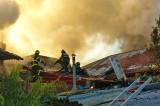 Case în flăcări în zona de răsărit a centrului istoric din municipiul Tulcea. Intervenție de amploare a pompierilor