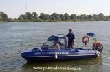 Barcă avariată cu șase persoane la bord, salvată pe lacul Razim de polițiștii de frontieră