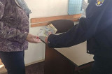 O femeie din Tulcea și-a recuperat banii uitați la bancomat datorită unei alte femei care i-a găsit și predat poliției