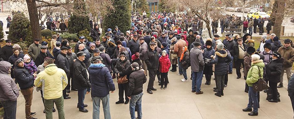 Tulcenii au protestat în fața primăriei pentru prețul majorat al gigacaloriei. Ce spune primarul Constantin Hogea