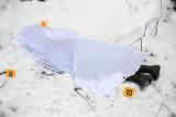 Un bărbat a fost găsit mort în zăpadă pe o stadă din Baia, județul Tulcea. Omul, de 45-50 de ani, locuia cu mama sa