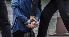 Arestați pentru trafic de persoane, proxenetism, act sexual cu un minor și viol, șantaj și lovire sau alte violențe