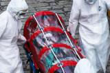 Femeie din Tulcea suspectă de coronavirus, transportată cu izoleta pentru recoltarea de probe