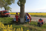 O femeie a intrat într-un copac cu viteză. A intervenit elicopterul SMURD dar femeia a decedat