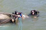 Scafandrii au recuperat trupul bărbatului care conducea barca ce s-a răsturnat în Dunăre în timp ce transporta 10 persoane