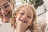 Părinții cu copii de până-n 6 ani pot primi bani pentru bonă de la stat în anumite condiții stabilite de lege