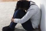 Un bărbat și-a violat fiica de 14 ani cu bătăi și lipsire de libertate, obligând-o să se și prostitueze pentru sume mici de bani