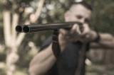 Braconaj cinegetic: S-a împușcat accidental când se afla împreună cu doi prieteni la vânătoare. Cei trei nu dețineau în mod legal armele