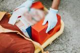 Accident șocant! Capul unei femei a fost prins între haion și sistemul de decapotare al unei mașini aflate în trafic