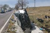 Un bucureștean de 31 de ani s-a accidentat grav după ce-a intrat cu viteză într-un parapet și-ntr-un copac din afara localității Babadag