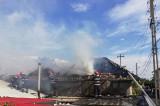 Arde o casă în Carcaliu. O femeie a suferit un atac de panică și a intervenit si echipajul SMURD