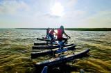 Duminică începe Aventura BlueWai în bătrânul port pescăresc de la Sarichioi, pe Lacul Razim. O bicicletă nautică mare, stabilă, elegantă și…senzații unice în Delta Dunării