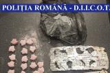 Aglomerație și droguri în ritm de tugi-tugi la Vama Veche. 12 persoane prinse în flagrant cu cannabis, cocaină, MDMA cristale și pastile ecstasy