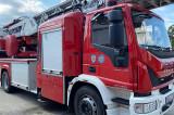 Incendiu la etajul nouă al unui bloc turn din Tulcea. 20 de vecini au fost evacuați și o femeie a a ajuns la spital