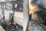 Incendiu la o casă din Municipiul Tulcea. Au intervenit 15 pompieri cu 3 autospeciale de stingere cu apă și spumă