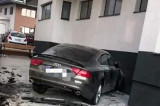 O femeie aflată sub influența alcoolului a intrat cu viteză într-o clădire din Mamaia Nord