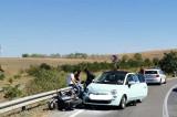 Un motociclist de 29 de ani care nu a adaptat viteza într-o curbă, a intrat în coliziune cu un autoturism condus de o tânără și a ajuns la spital