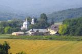 Slujbă la sfințirea Altarului de vară a Mănăstirii Uspenia, reședința episcopală a creștin- ortodocșilor de rit vechi din România, unica mănăstire de călugări de de rit vechi din lume