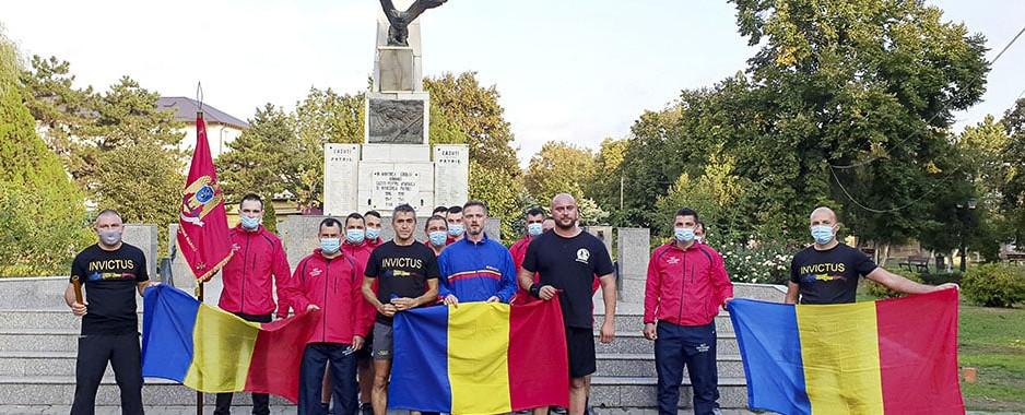 Jandarmii tulceni au preluat ștafeta Invictus pentru a o duce mai departe, în alergare, la Monumentul Eroilor din Babadag, de unde o vor prelua și o vor duce mai departe, la Constanța, militarii de la Regimentul de Infanterie Marină!