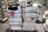8000 de articole vestimentare care imită firme consacrate, în valoare de 1.700.000 lei, oprite în vamă de polițiștii de frontieră