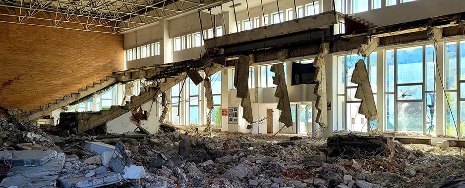 A început demolarea vechii Săli Polivalente. Noua clădire va avea standarde europene.