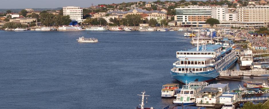 Nava-de-croaziera-in-Portul-Tulcea2